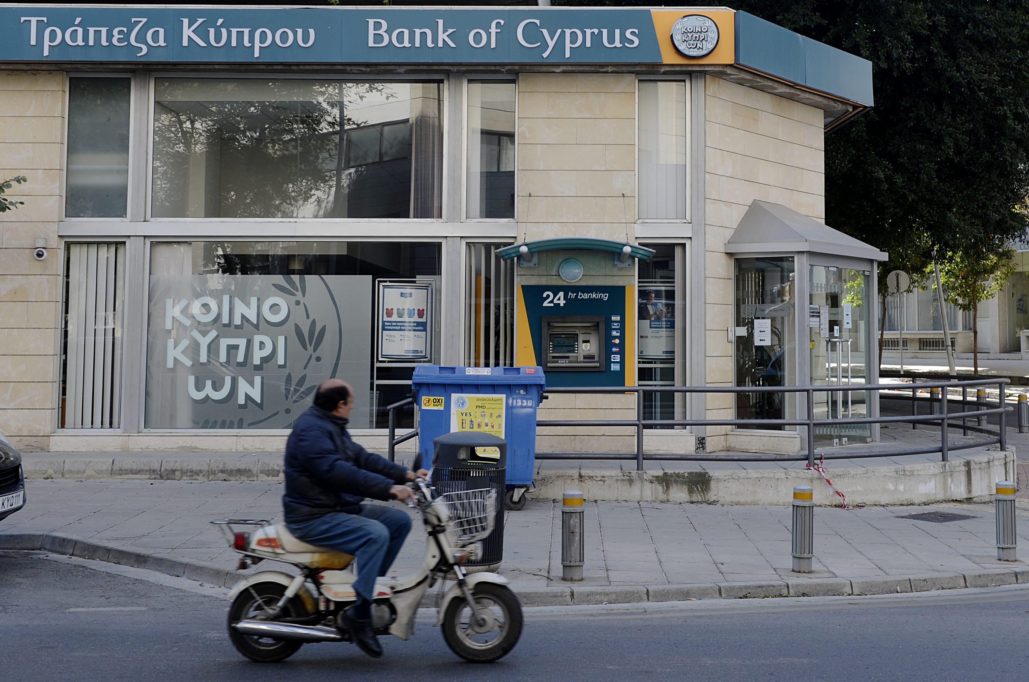 Кипър ще обложи еднократно големите депозити
