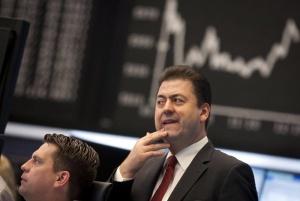 Фед продължава печатането на пари, но доларът поскъпва