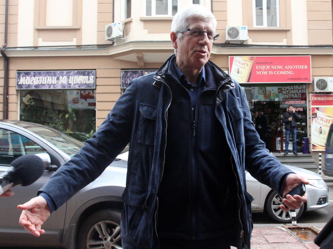 Румен Овчаров - сив кардинал или незаобиколим опозиционер