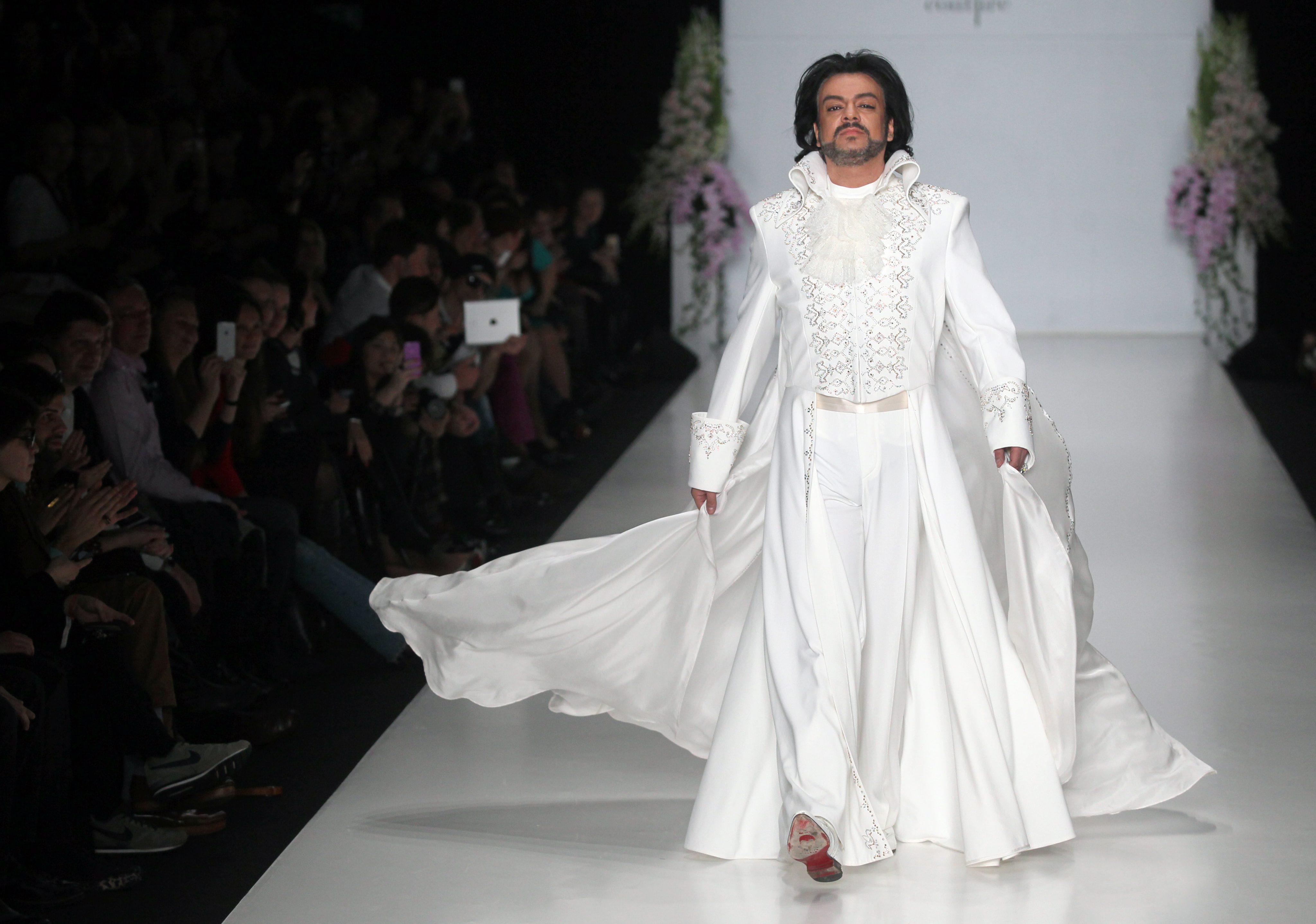Киркоров облече булчинска рокля