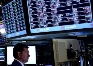 Еврото и златото печелят от лошите новини от САЩ