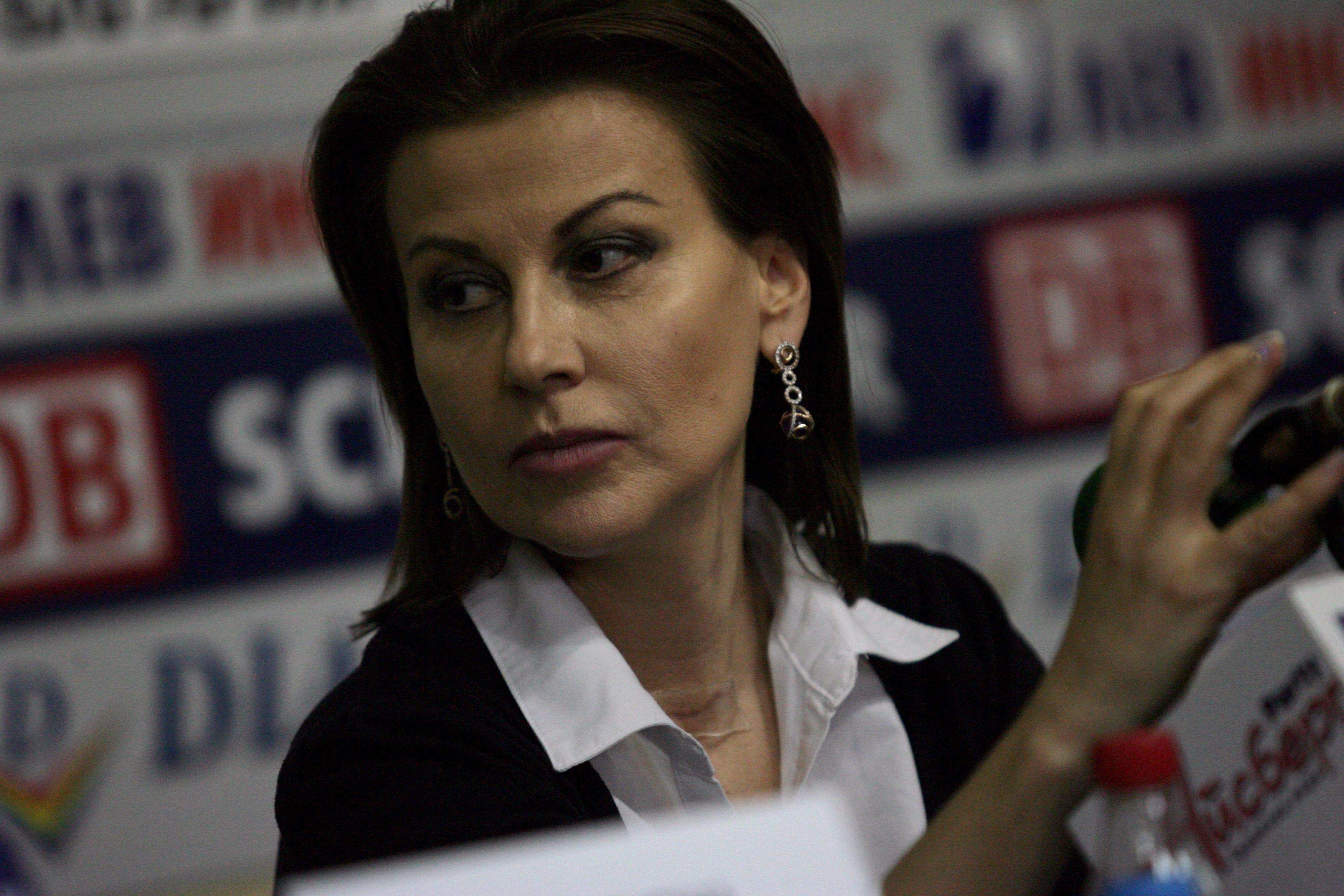 Илиана Раева: Страната на абсурдите