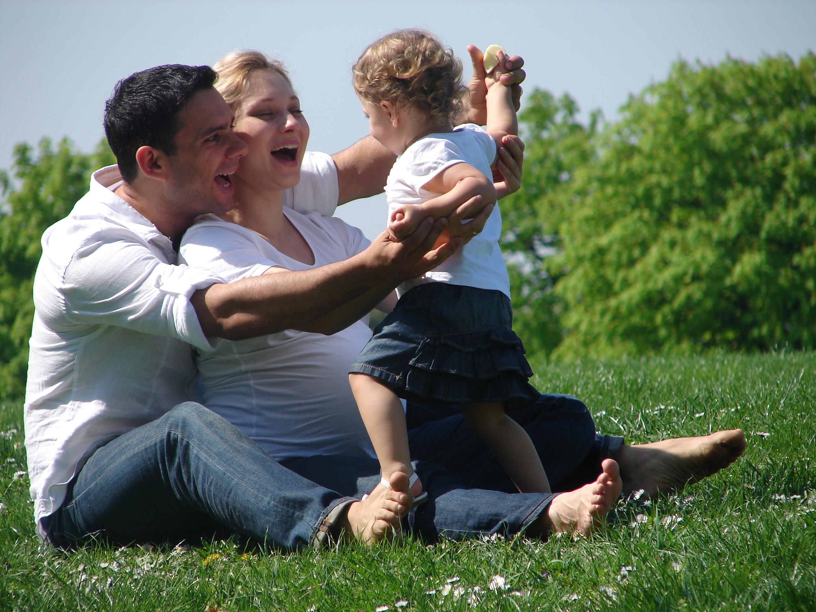 Майките - до 10 пъти по-отдадени на децата от бащите