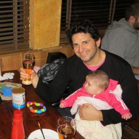 Елвиса и жена му окуражават бездетни семейства