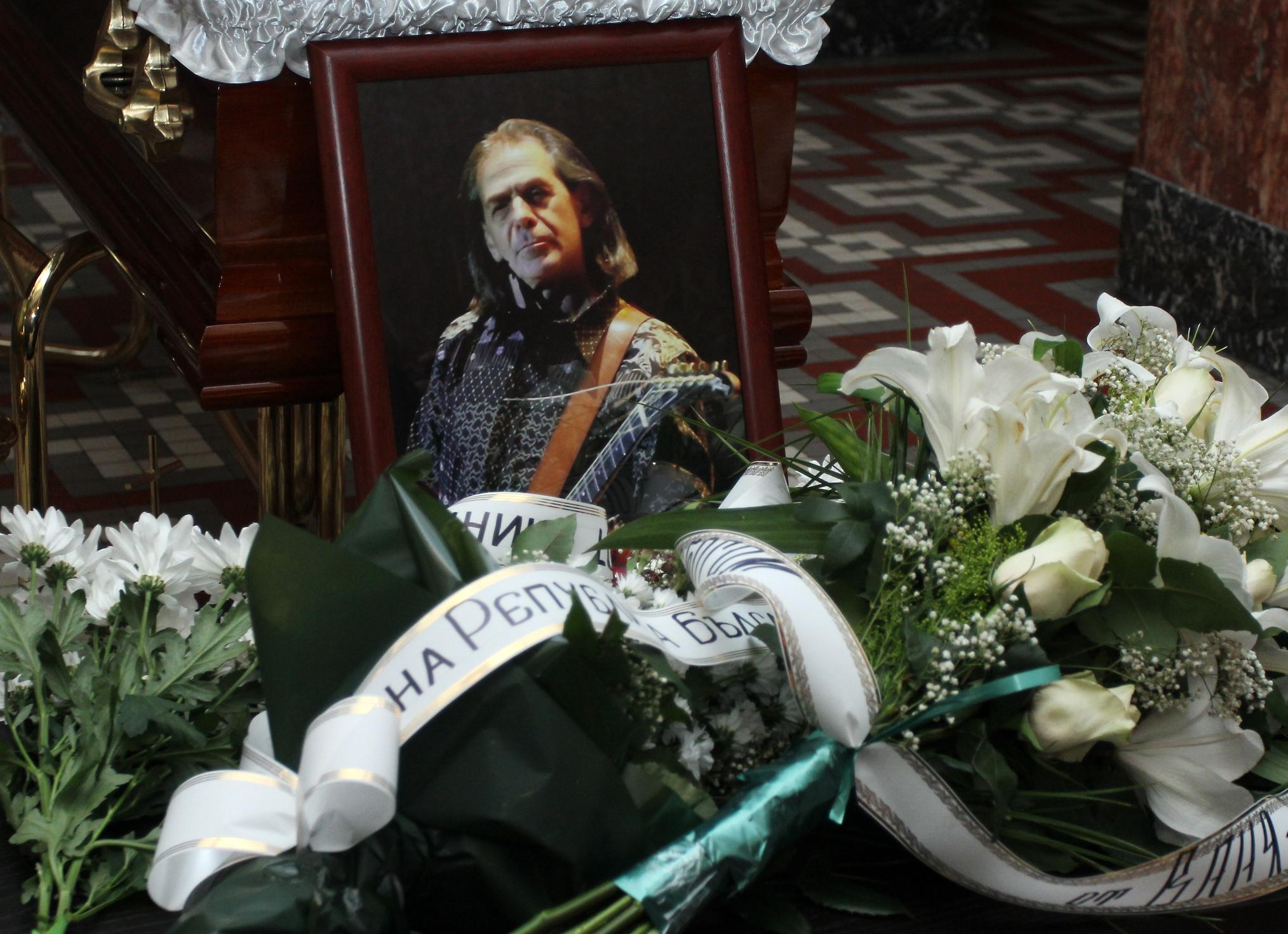 Простихме се с китариста Петър Гюзелев