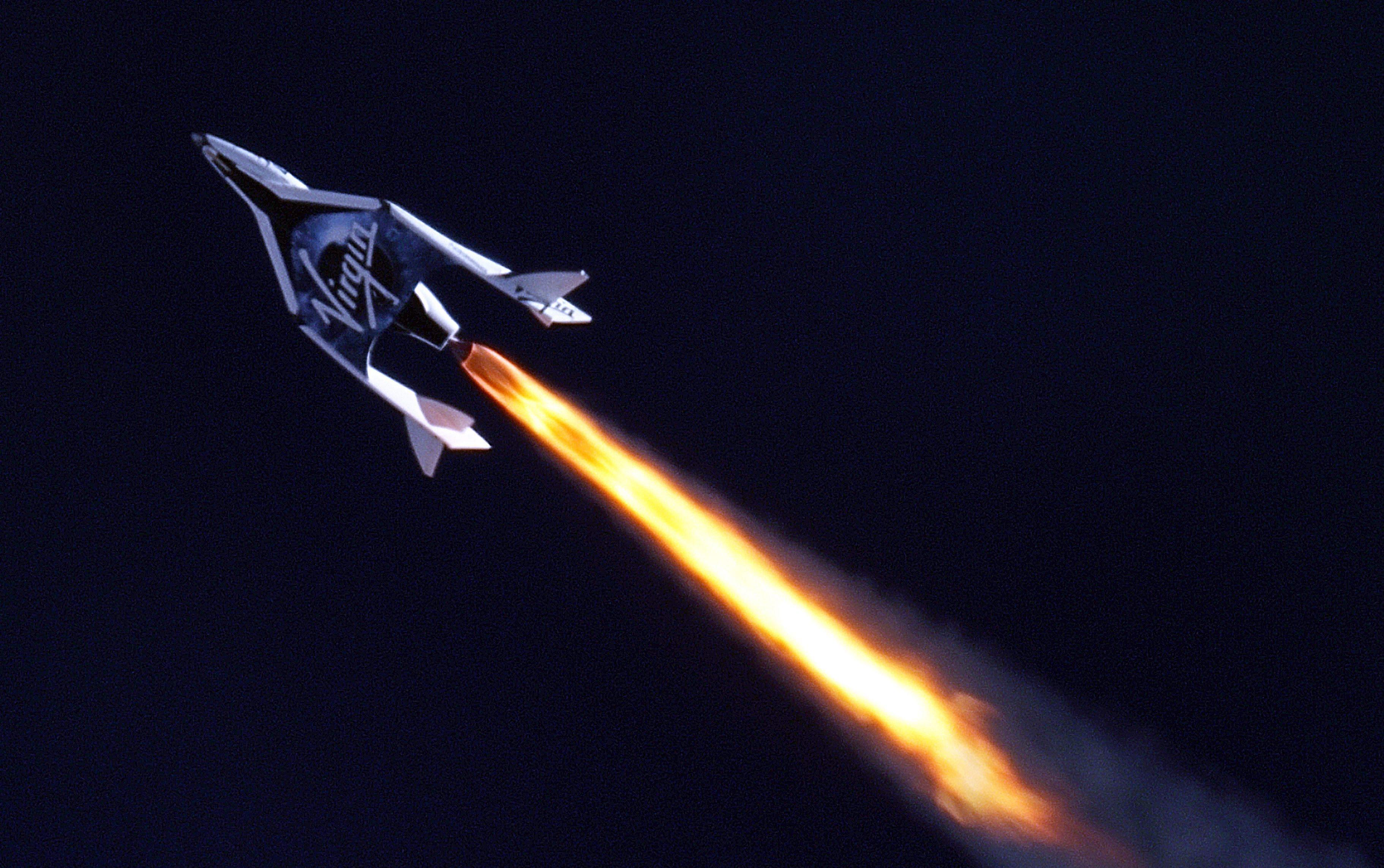 Туристически космически кораб с успешен полет