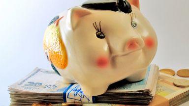 Депозитите на домакинствата спадат като брой, но растат като обща сума