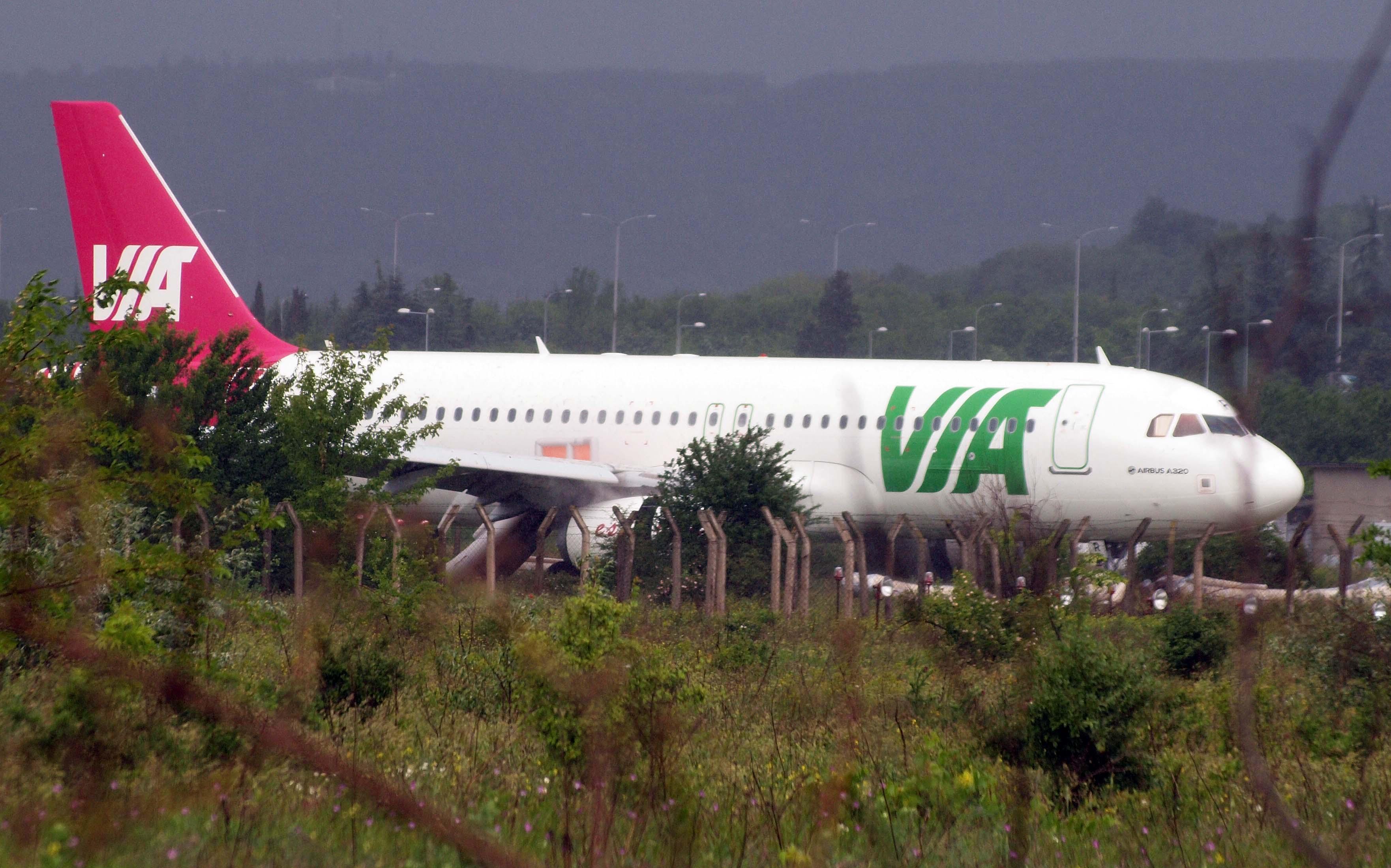 Самолет излезе от пистата във Варна, има ранени