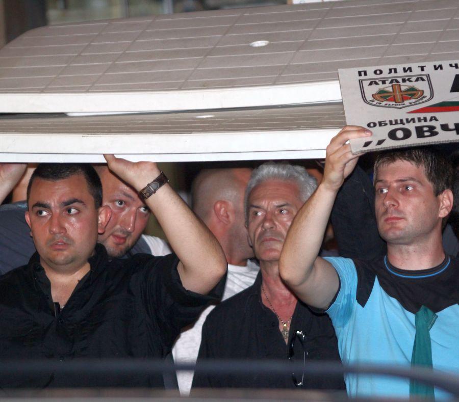 Сидеров: Плащат по 40 лв. за протест срещу Атака