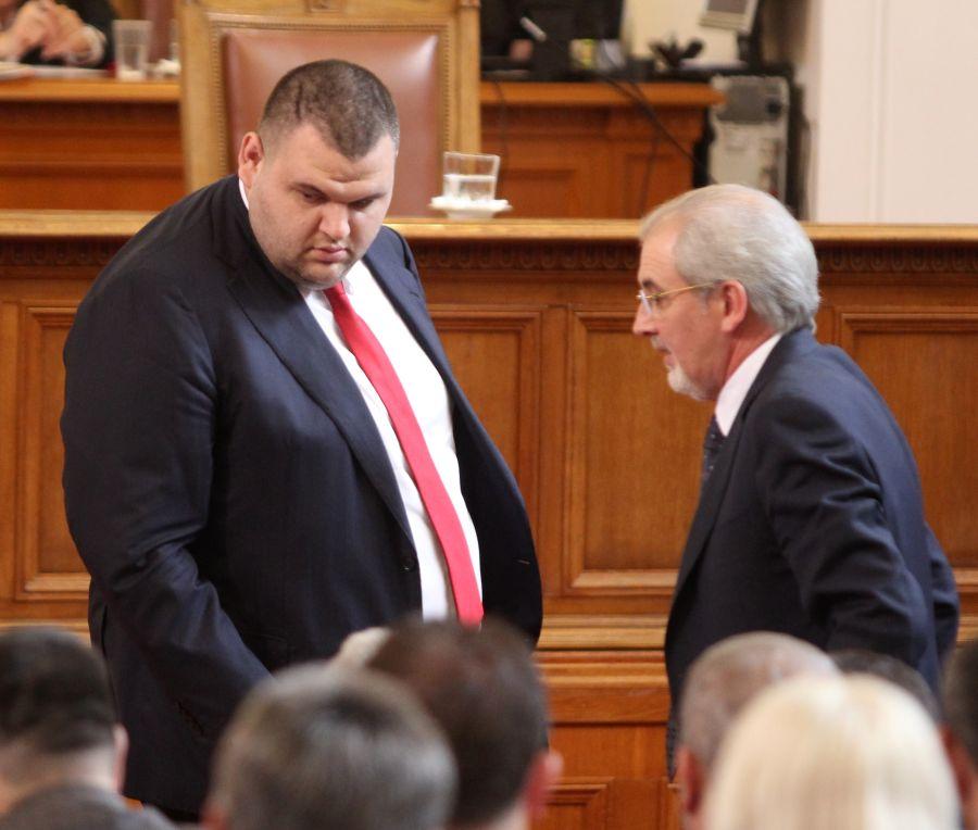 Конституционният съд остави Пеевски в парламента