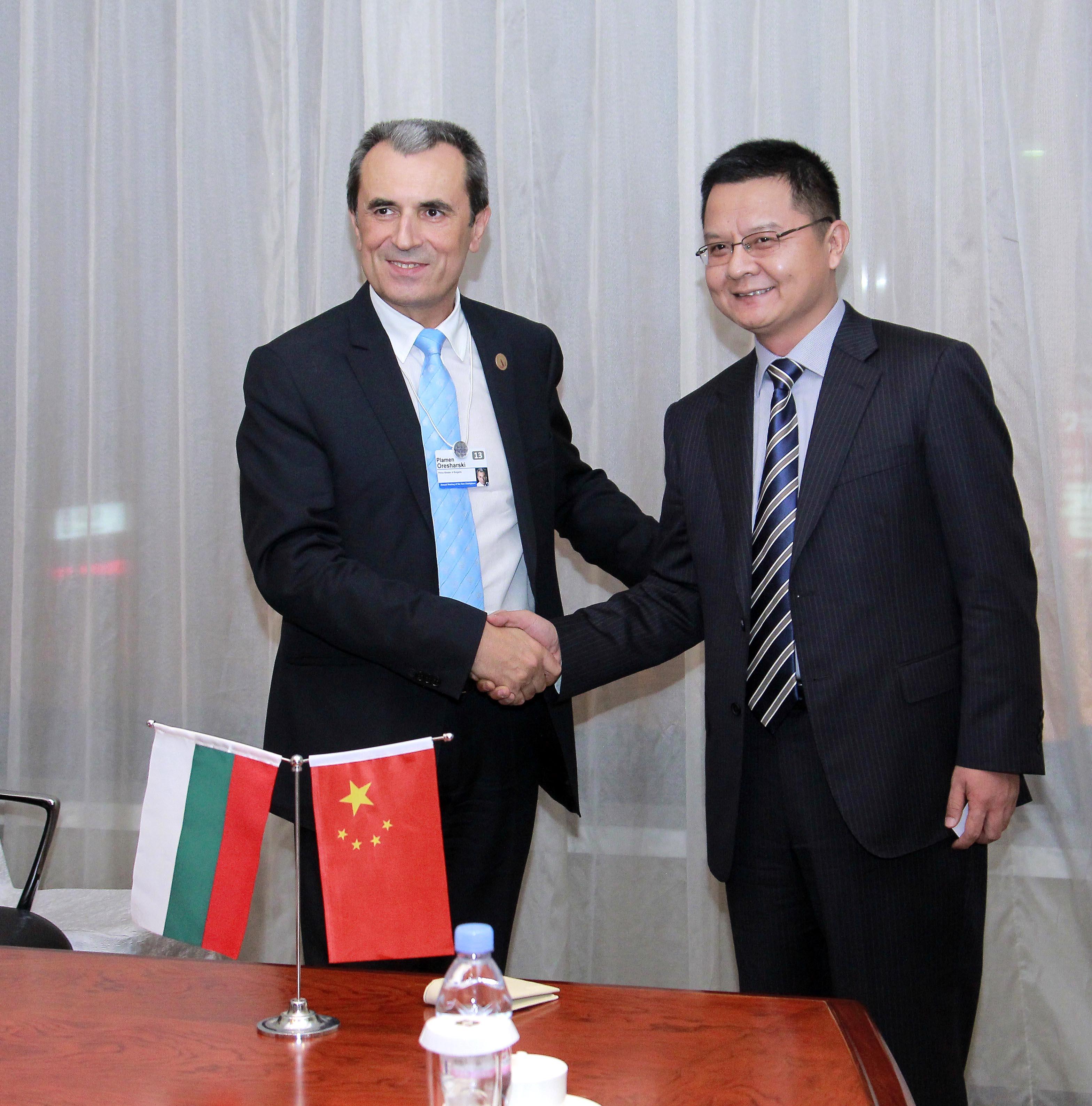 Орешарски обсъди разширяване на инвестициите на Huawei у нас