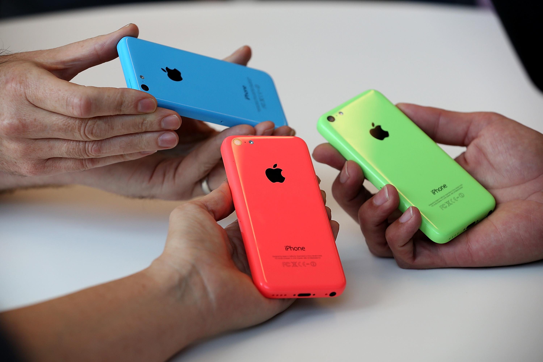Apple представи два нови модела iPhone