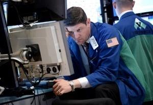 Страхът от Фед владее пазара, златото и петролът падат