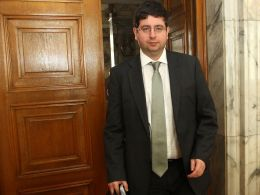 Чобанов: Няма да махаме данъка върху лихвите по депозитите