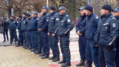 Полицаите пак на протест заради ниското заплащане на нощния труд