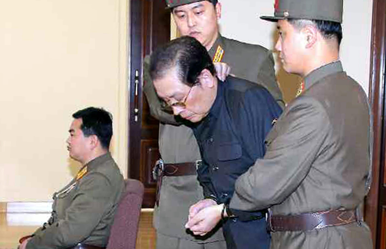 Хвърлен ли е чичото на Ким Чен-ун на 120 кучета?
