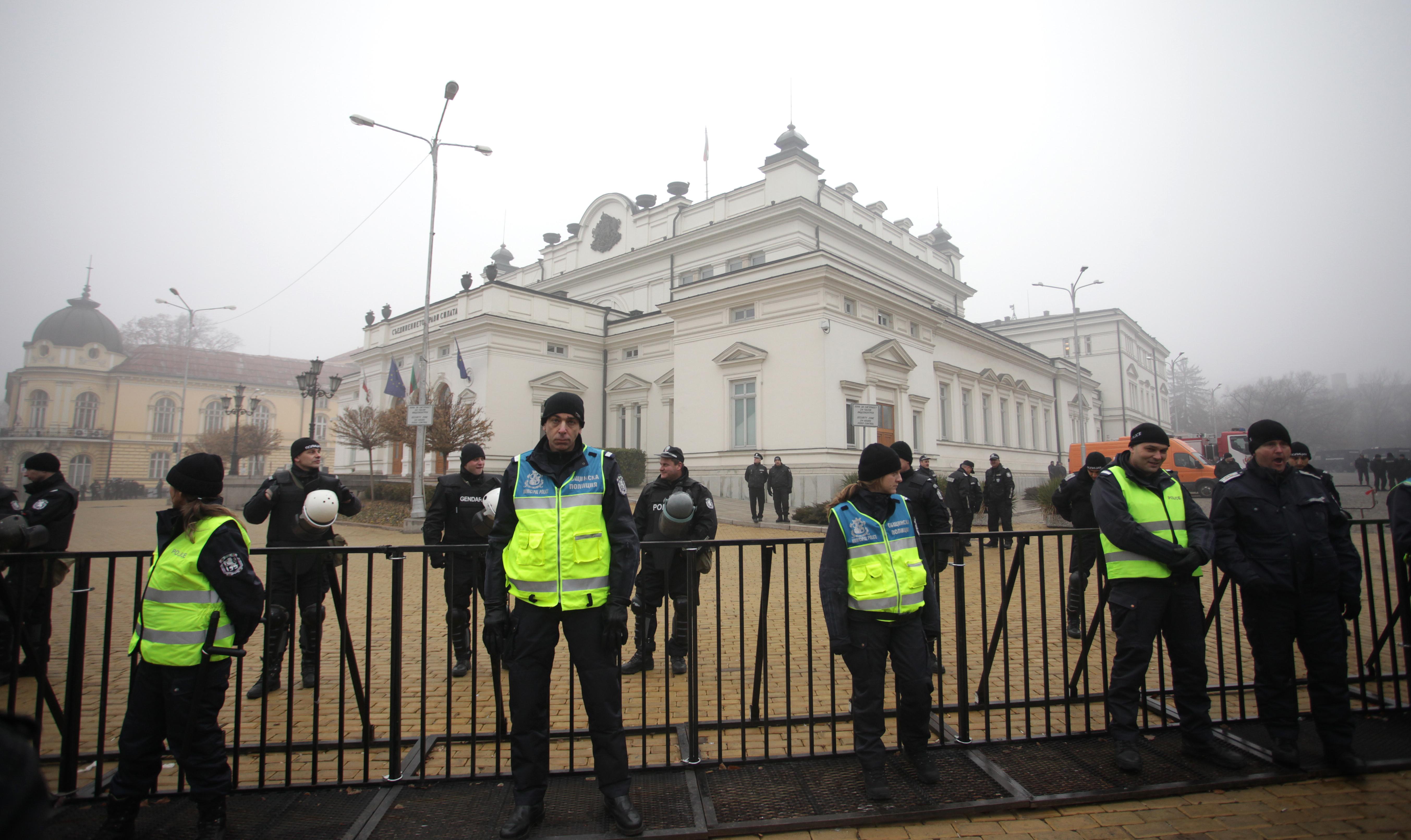 Стотици полицаи напразно чакаха протест (снимки)