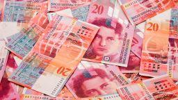 Полицията търси собственика на голяма сума швейцарски франкове