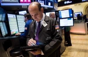 Бягство от риска в Европа, доларът пада