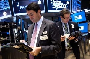 Несигурност на пазарите, доларът нагоре