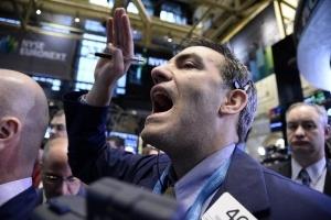 Кризата в Украйна удари фондовите пазари, скок на златото и петрола
