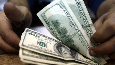 Доларът поевтинява