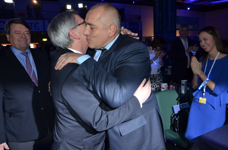 Юнкер наруши протокола, прегърна единствено Бойко Борисов