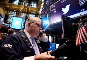 Пазарите търсят посока, доларът поскъпва