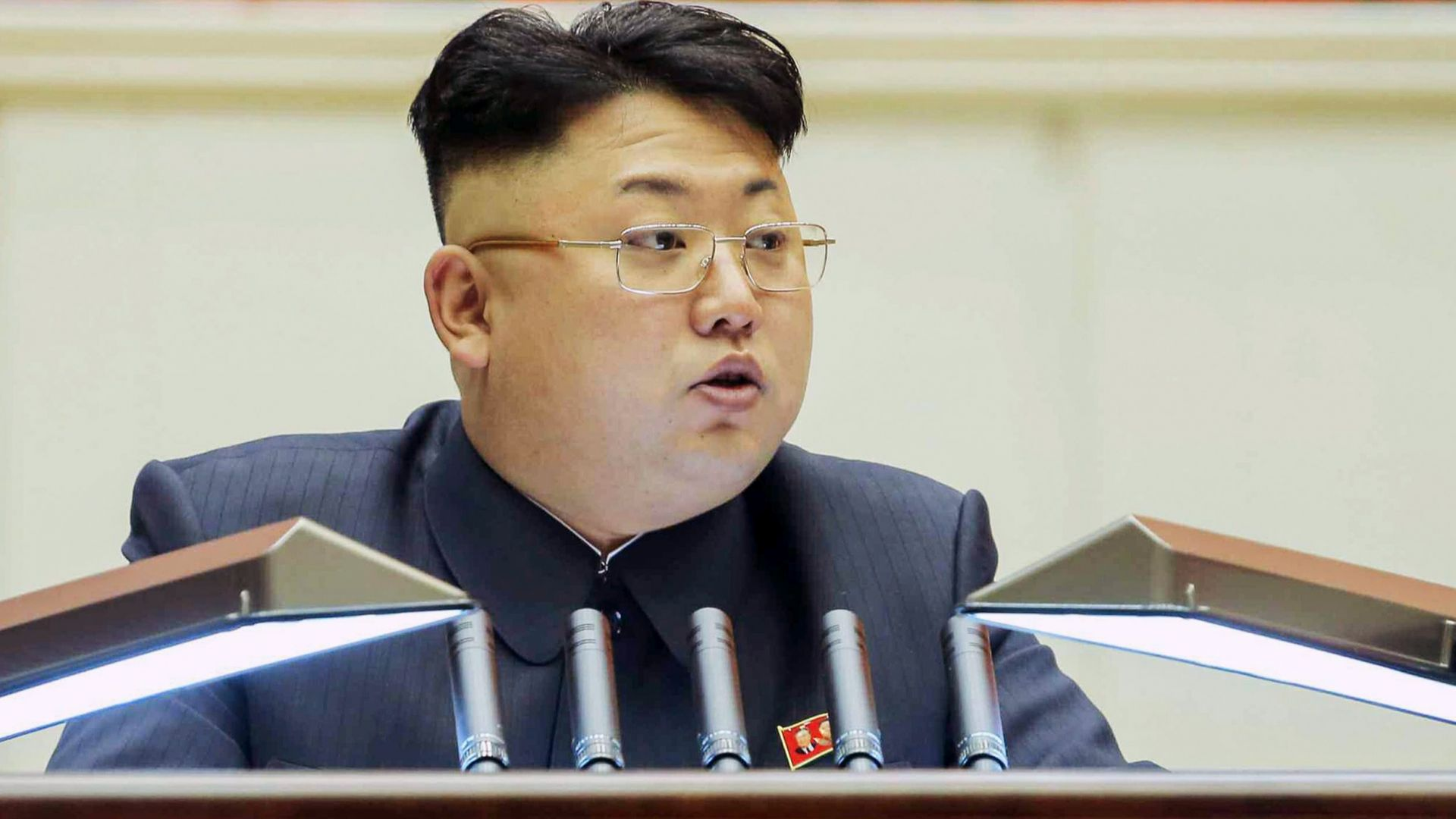 Ким Чен-ун скастри чиновници за забавяне на строежа на електрическа централа