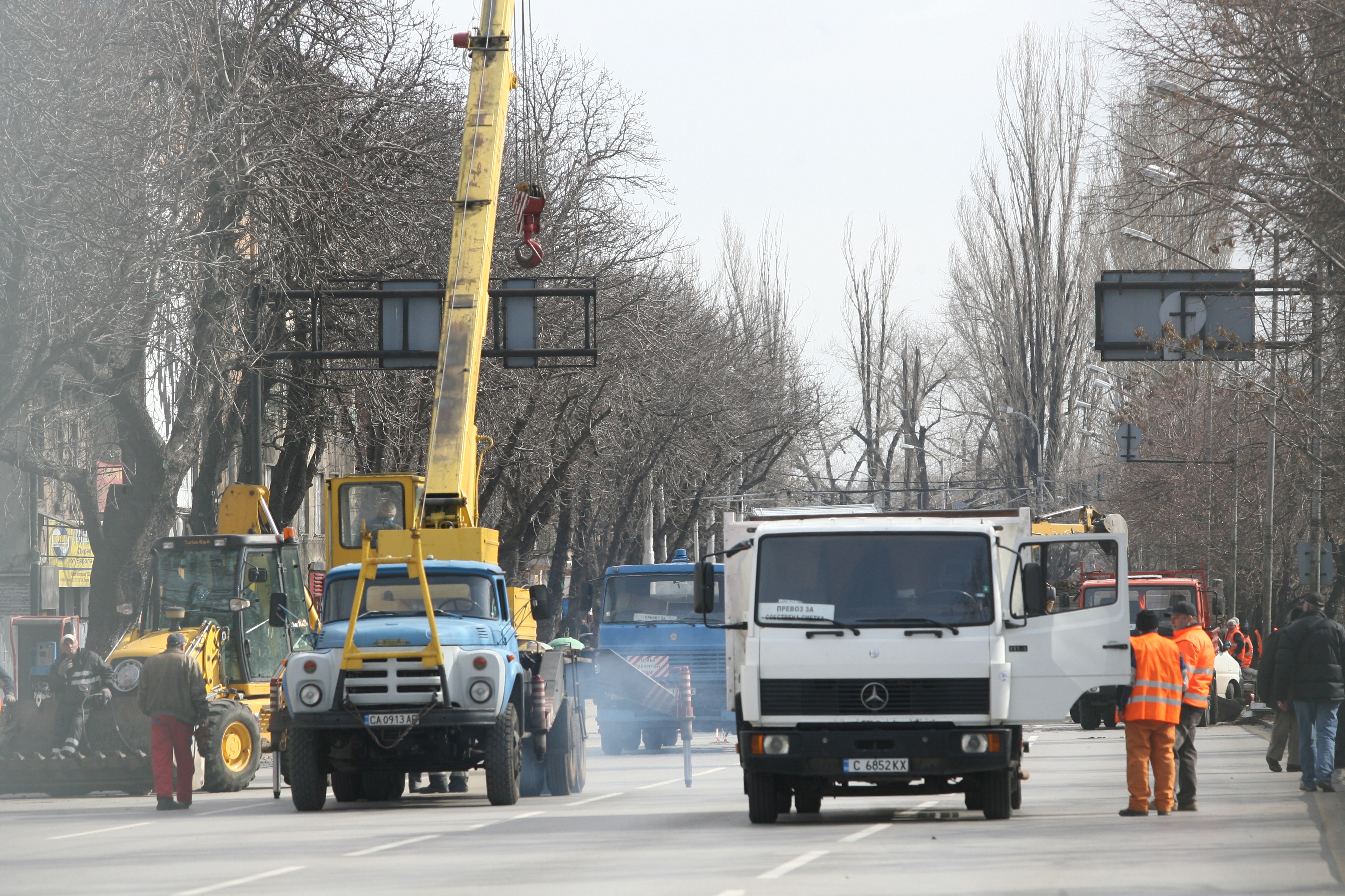 Уволняват почиващи си строители на Лъвов мост