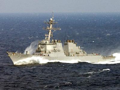 Руските военноморски сили следят американски боен кораб, който влезе в