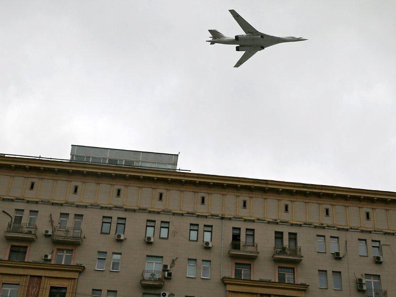 Бъсеску: Колко водка е изпил Рогозин преди да плаши с Ту 160