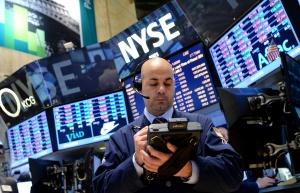 Инвеститорите прибират печалби, еврото под натиск