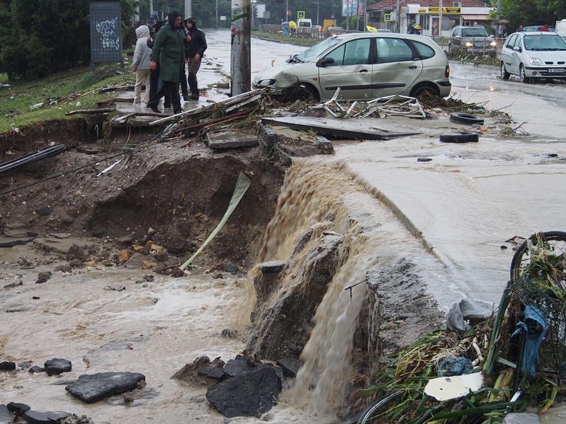 11 жертви на потопа в кв. Аспарухово (обновена)