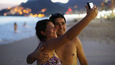 Двойките, които споделят много лични неща в мрежата, имат проблем