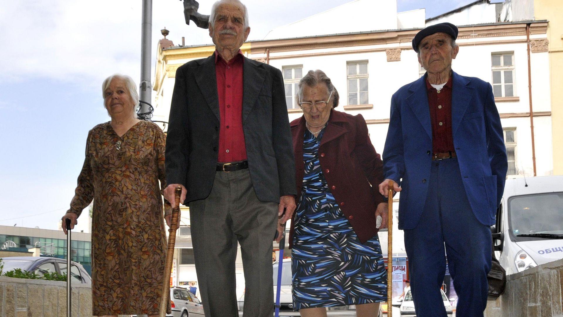 Мъжете пенсионери получават пенсия с 38% повече от жените