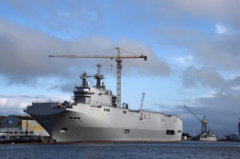 """Вторият поръчан от Русия кораб """"Мистрал"""" бе пуснат на вода"""