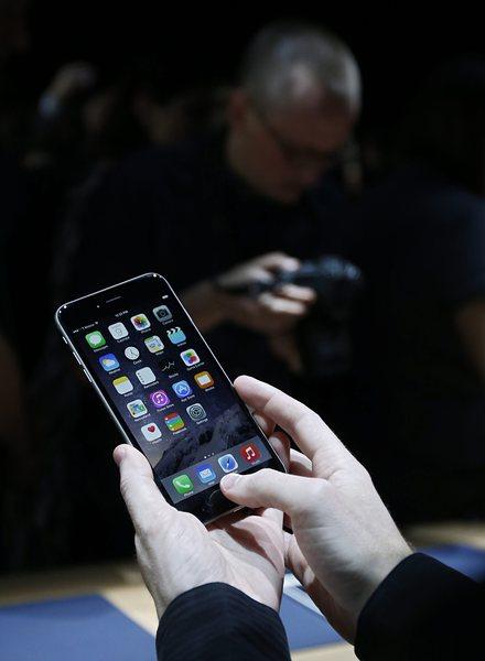 """US службите не искат """"непробиваеми"""" телефони"""