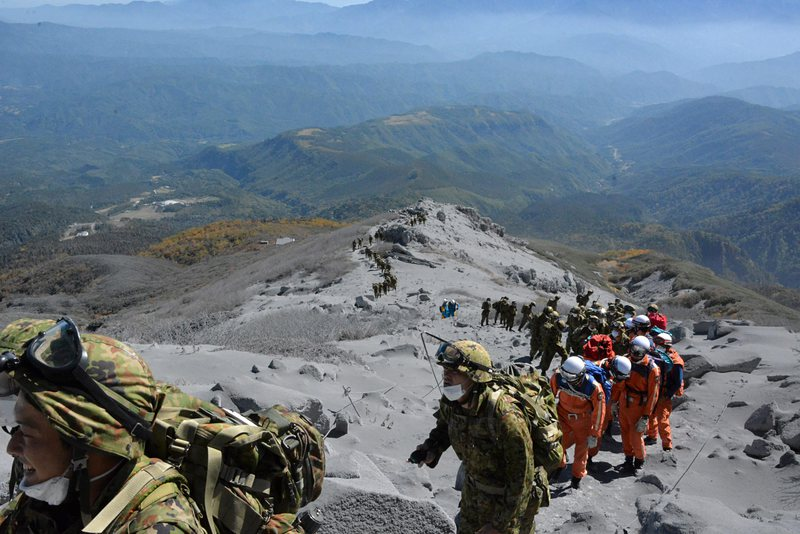 Нови тела намерени на върха на изригналия вулкан Онтаке