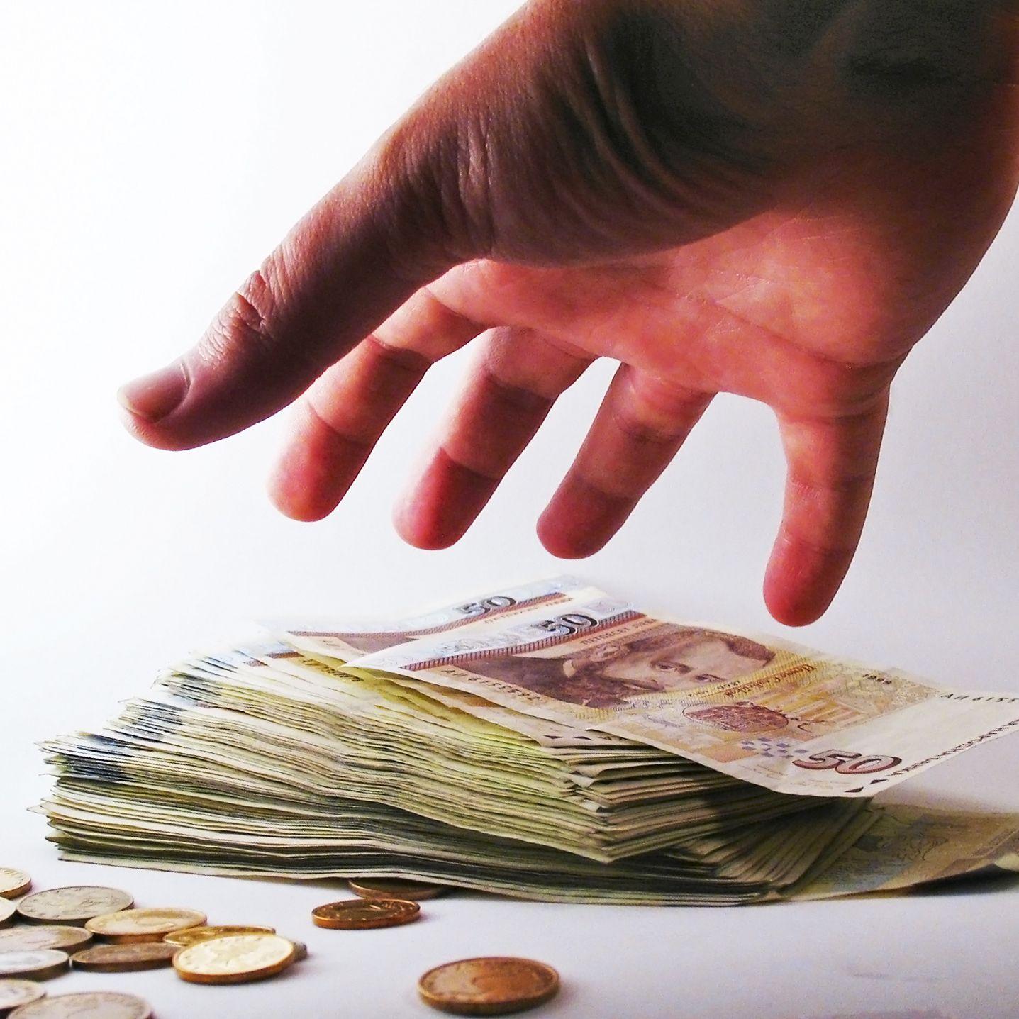 Средната заплата към юли скочила до 1125 лв.