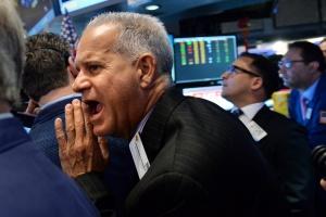 Китай повдигна пазарите, Драги срина еврото, скок на петрола