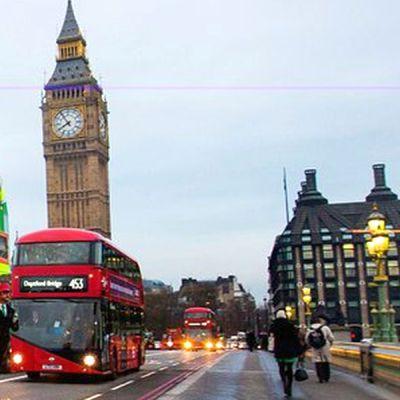 Великобритания забрани пушенето в коли, превозващи деца