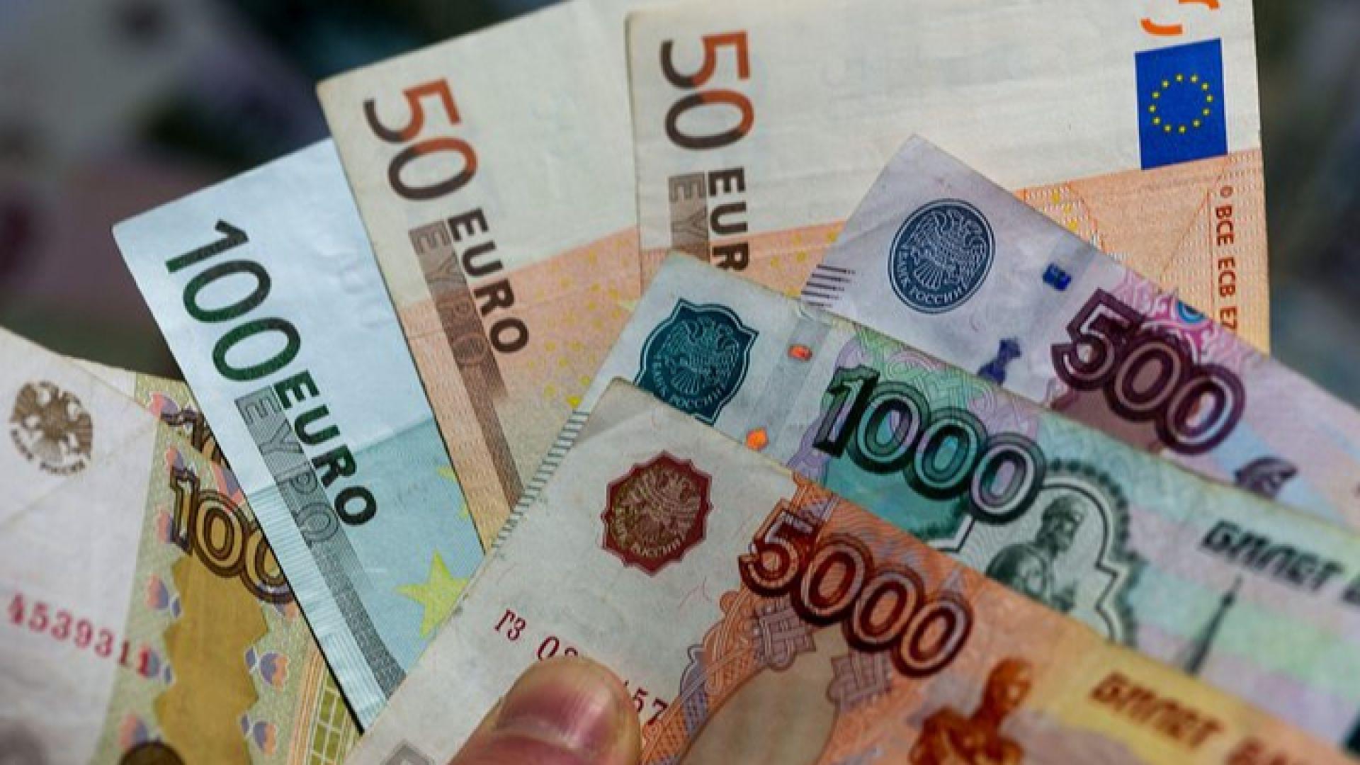 Рублата потъна до 6-годишен минимум спрямо еврото