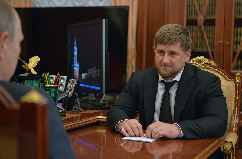 Близък на чеченския лидер си взе втора съпруга на 17 г.