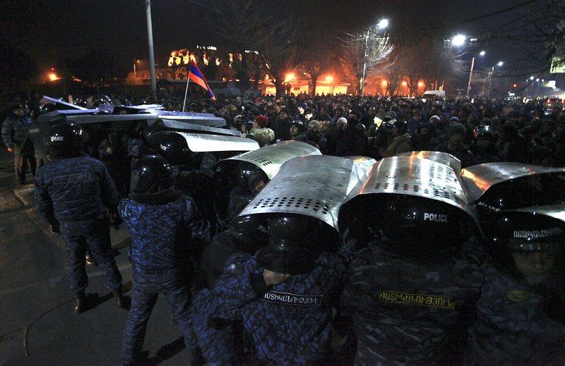 Сблъсъци в Армения, след като руски войник изби семейство