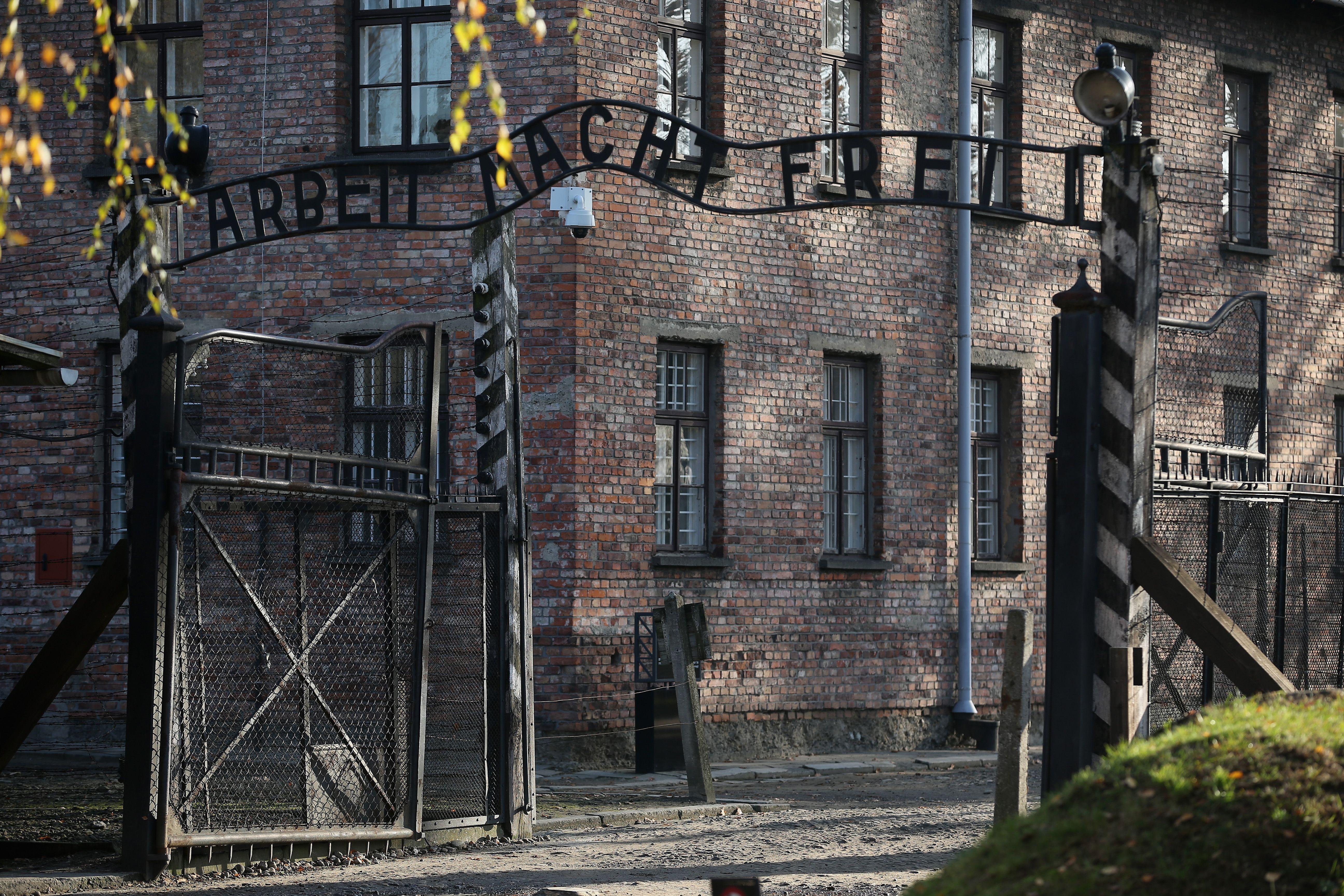 Варшава: Концлагерът в Освиенцим е освободен от украинци