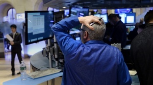 Европейските пазари се сринаха, еврото пада към паритет с долара