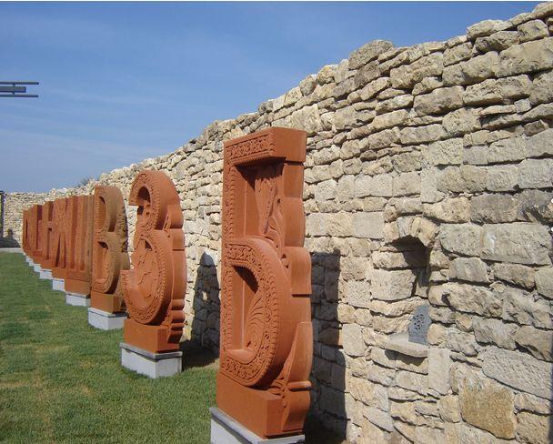 Арменец вдигна паметник на кирилицата