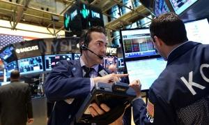 Страх скова пазарите, еврото под натиск, златото пада