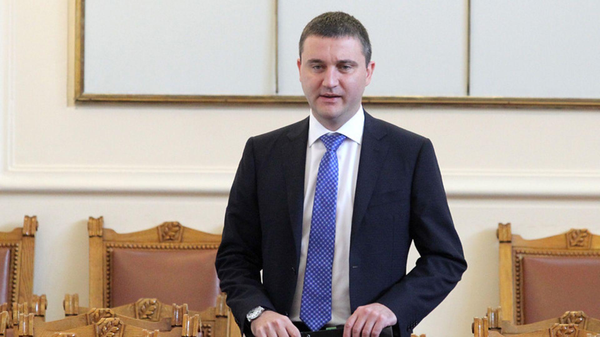 Горанов: Темата с рекламата на хазарта се истеризира